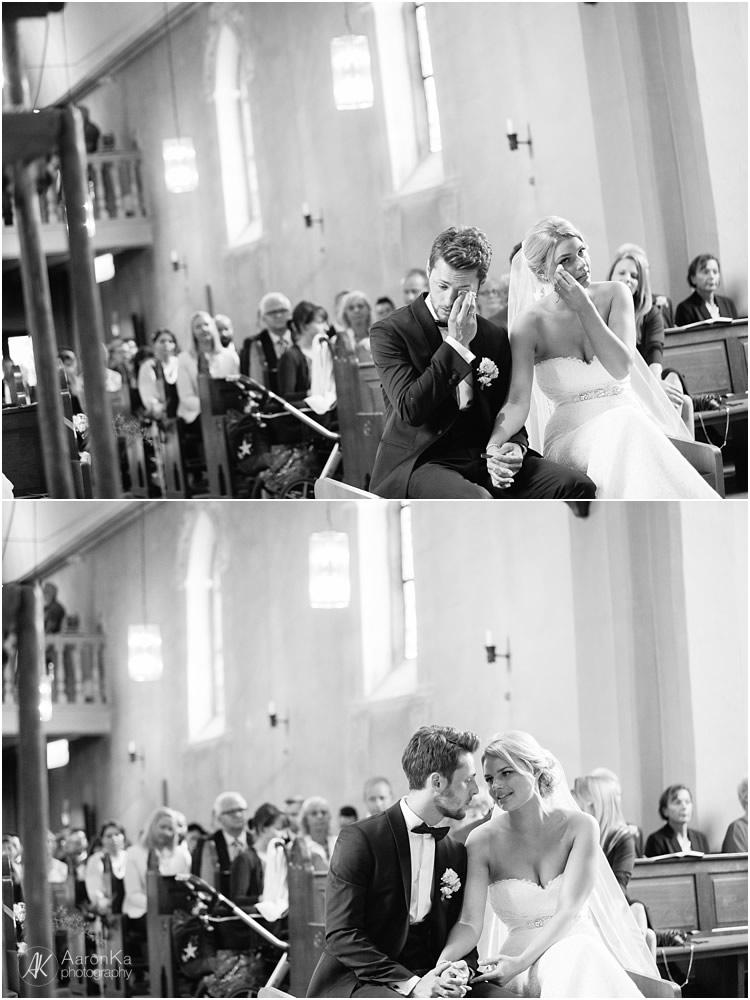 weinendes brautpaar während der zeremonie auf der hochzeit