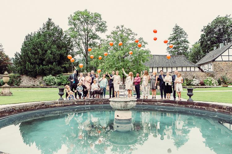 luftballons steigen lassen hochzeitsgesellschaft