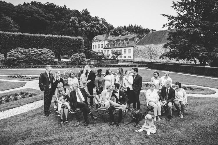 gruppenfoto in schwarzweiss standesamt engelskirchen