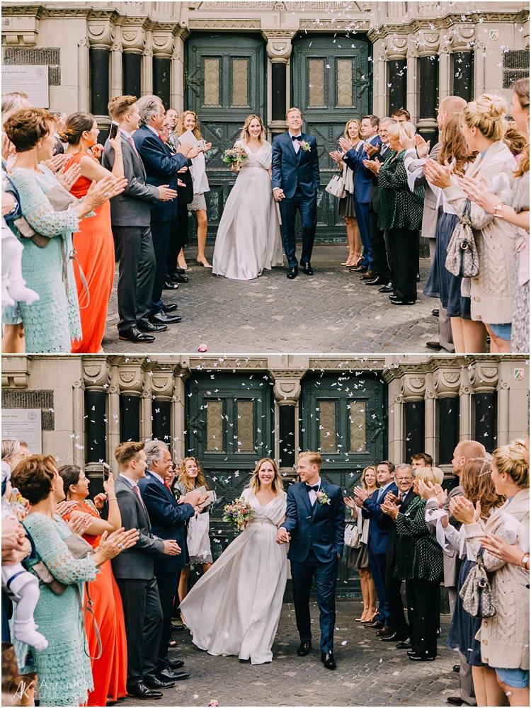 gratulation brautpaar nach der kirchlichen hochzeit